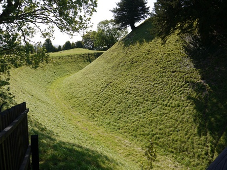 Old Sarum, wall and ditch