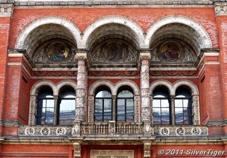 Three-arched balcony