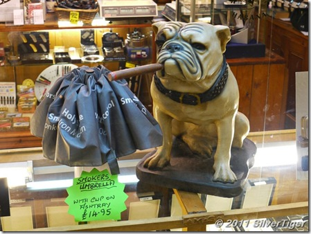 Churchillian bulldog at the tobacconist's